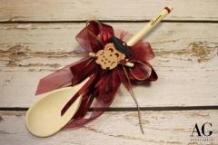 Bomboniera cucchiaio in legno con nome scritto a mano con pirografo e gufetto segnalibro porta fortuna.