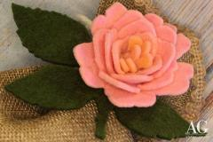 Particolare rosa in feltro