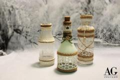 Bottiglie decorate con pizzo e cordoncino