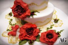Cascata di rose rosse