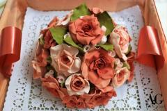 Confezione bouquet di rose rosa modellate a mano