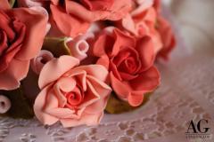 Particolare di rose modellate a mano