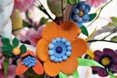 Coroncina in tessuto e fiori in fommy eseguiti a mano