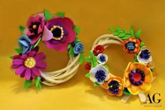 Coroncine primaverili in vimini con fiori creati a mano in fommy