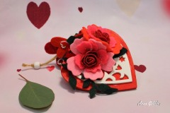 Cuore-in-legno-decorato-con-rose